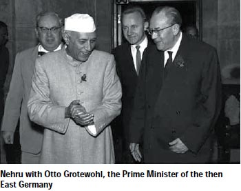 nehru-with-otto-grotewohl-nov2014