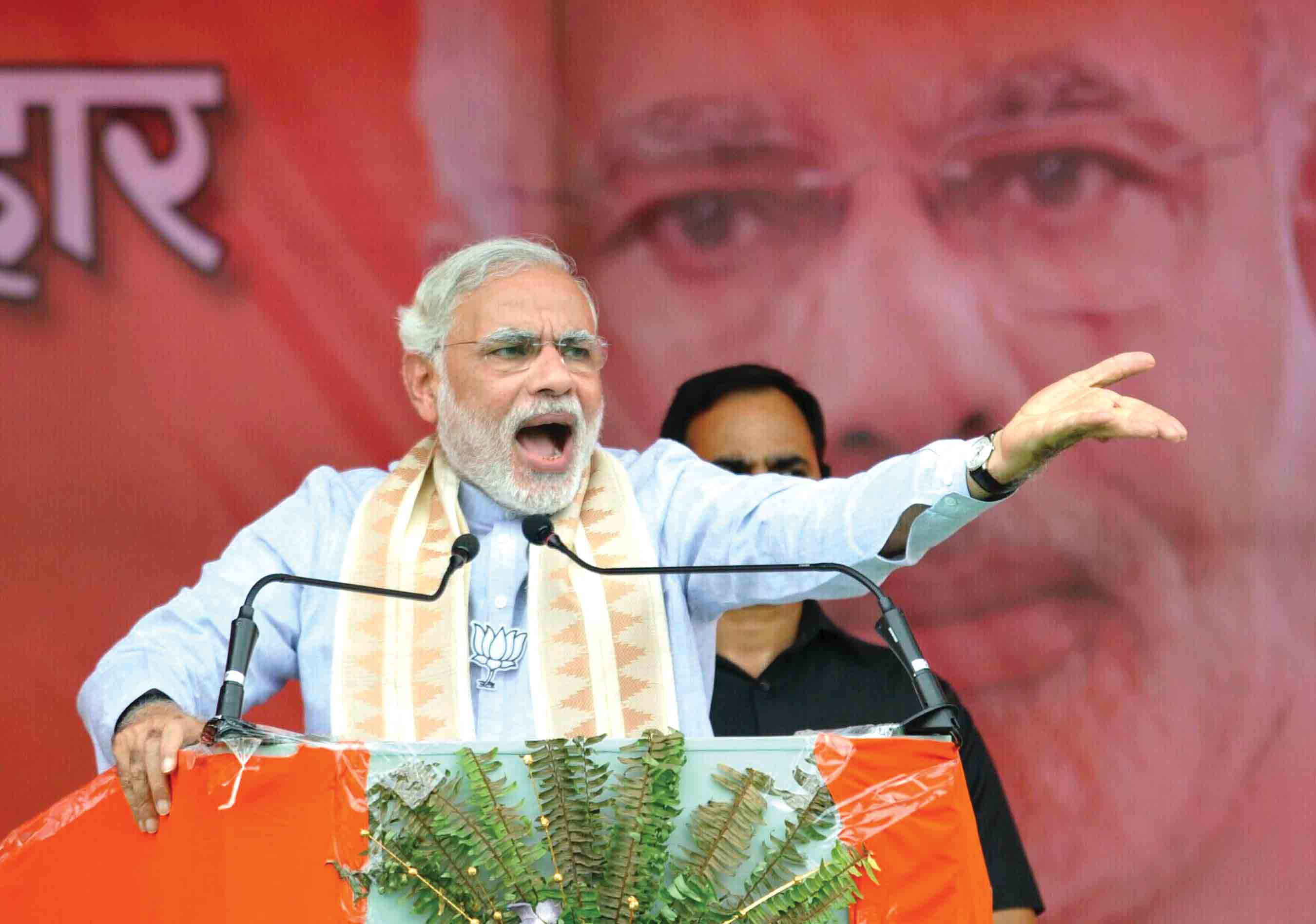 GAYA, AUG 9 (UNI):- Prime Minister Narendra Modi addressing Parivertan Rally in Gaya on Sunday. UNI PHOTO-51U