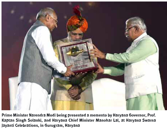 narendra-modi-being-presented-a-memento-by-haryana-governor-prof-kaptan-singh-solanki-and-manohar-lal