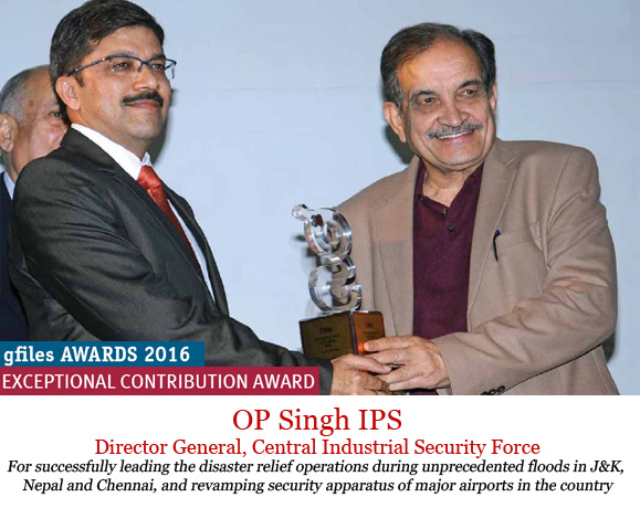 op-singh-receiving-the-awards