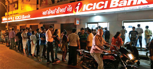 queue-infront-of-icici-bank
