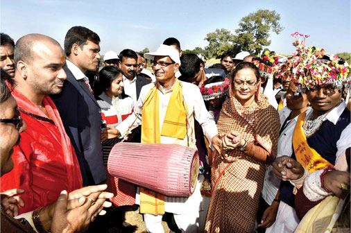 shivraj-singh-chauhan-with-his-wife