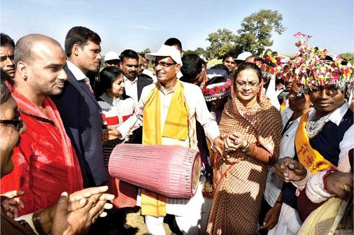 shivraj-singh-chauhan-with-his-wife