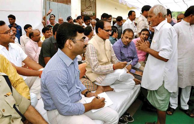 Shivraj-Singh-Chouhan-visits-Jait-village