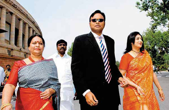 Karti-with-mother-Nalini-(left)-and-wife-Srinidi