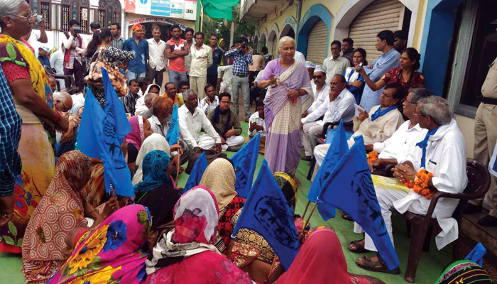 Medha-Patkar-at-a-local-meeting