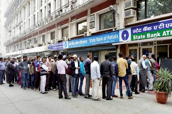 Long queue outside the sbi atm machine