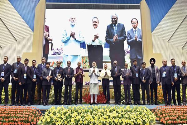 GST-Team-Members-with-Prime-Minister-Narendra-Modi