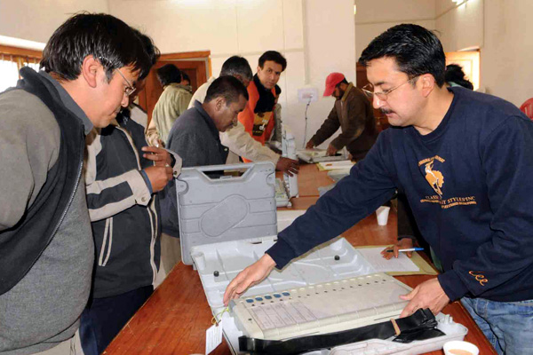 evm-at-polling-booth