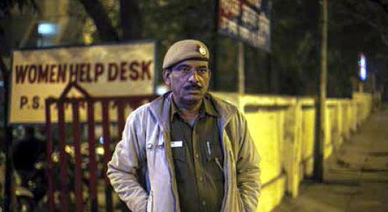 delhi-police-jawan-at-women