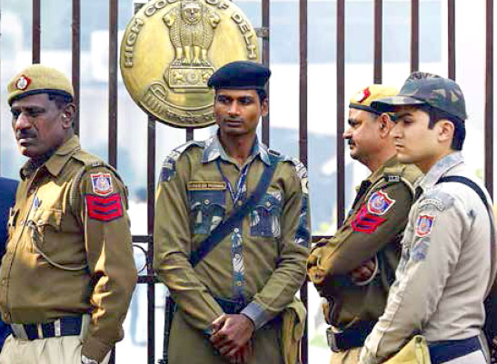 delhi-police-out-side-the-h