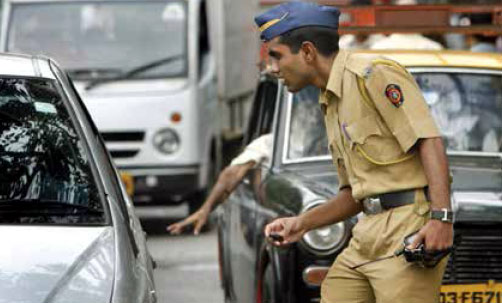 maharashtra-police-in-traff