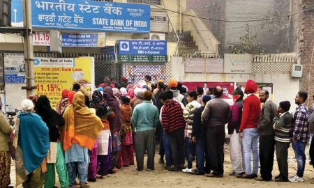 queue-outside-the-sbi-bank